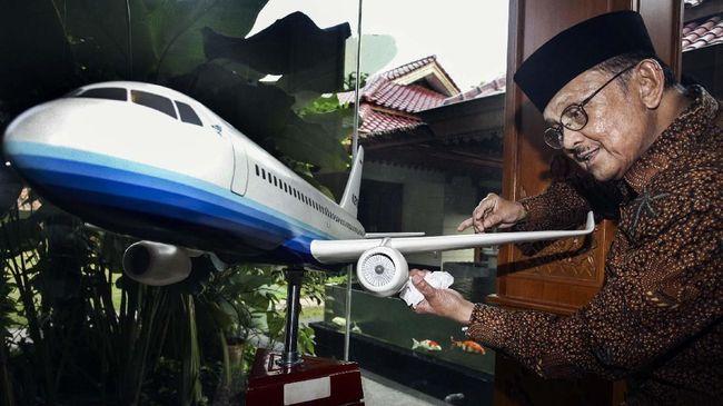 B.J Habibi (Teori Keretakan Pesawat)