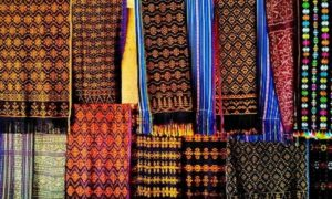 Kain Tenun Indonesia Digunakan Merk Fashion Ternama